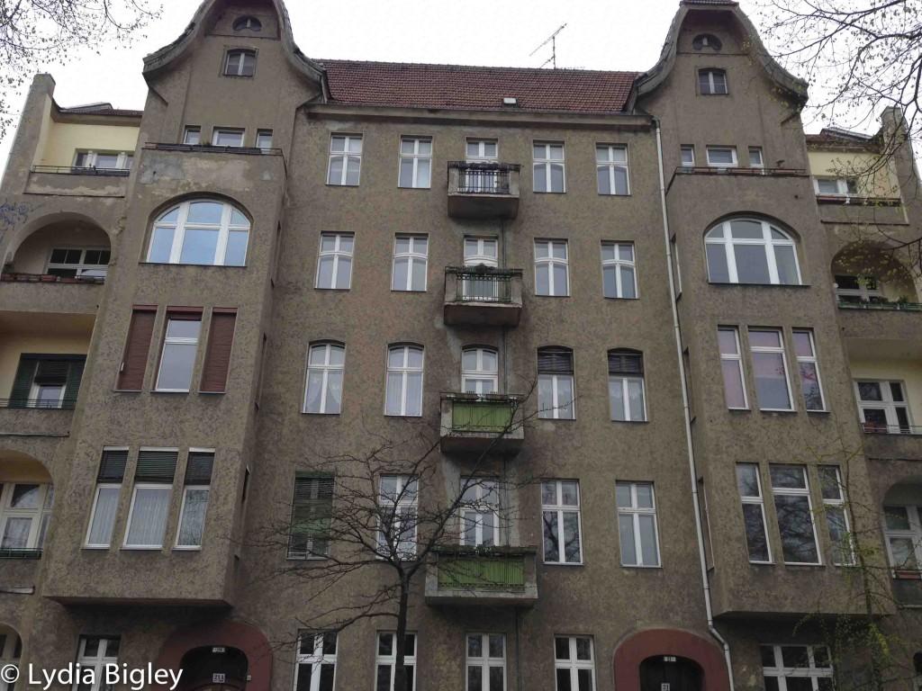 altbau apartment block in kreuzberg
